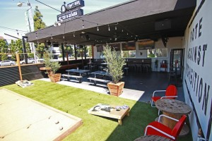 Thirsty-Merchant-Restaurant-patio-Los-Angeles-Valley