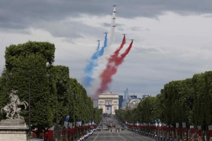 reuter-alpha-jets-bastille-day